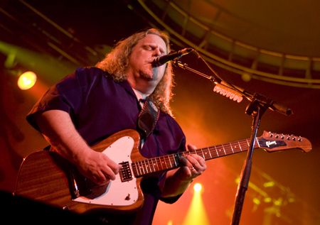 Guitarist Vocalist Warren Haynes Led His Govt. Mule on a Blues Drenched Cosmic Freeway of Cool Jams!
